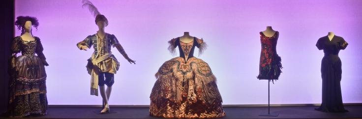 Exposition: Mode, Ë la Ville, Ë la Scne.